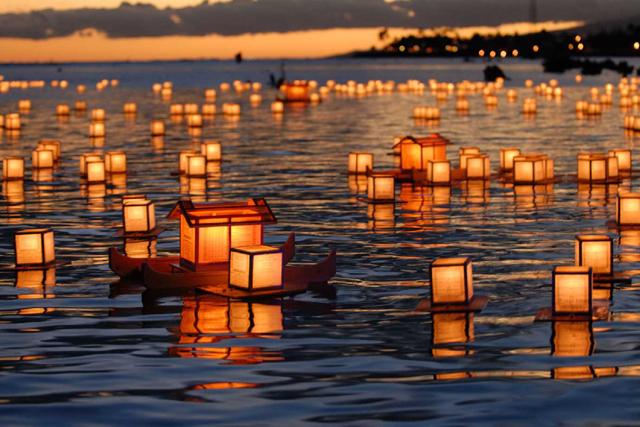 Honolulu - Lantern Floating Hawaii