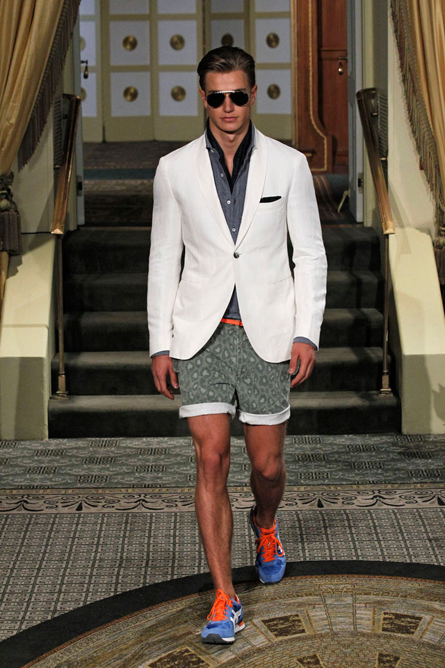 Michael Bastian - White blazer and Printed shorts